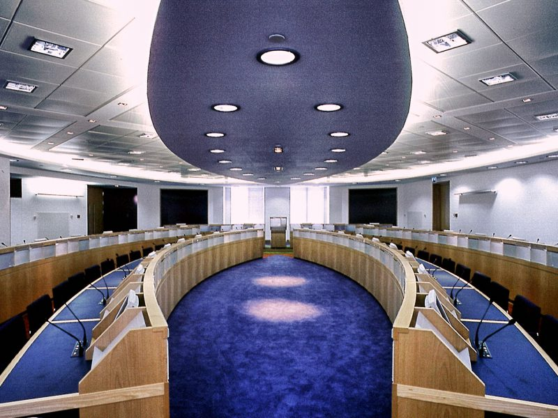 EMEA Canary Wharf Conference Centre Desks Ceiling
