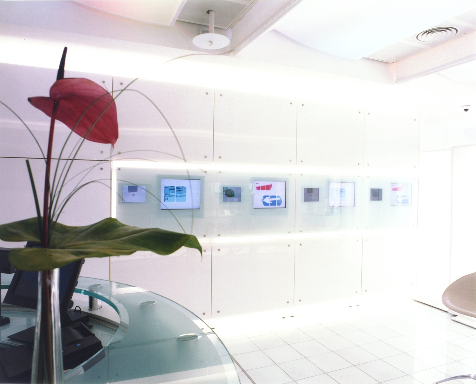 Hutchinson 3G H3G Flagship Retail Store White Gloss Glass